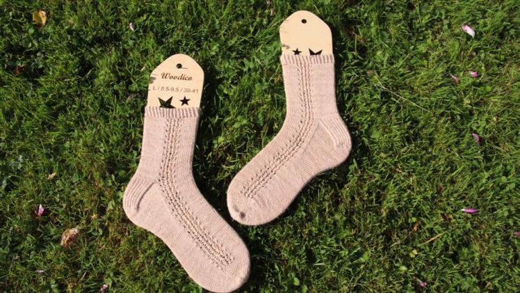 {Tricot} Les chaussettes Just some tiny holes – patron pour Écheveau Solidaire